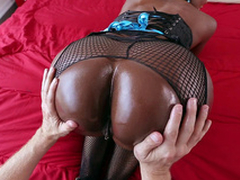 Diamond Jackson gets her broad in the beam black ass worshipped