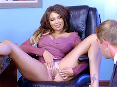Brazzers HD: Youthful Bitchy Boss (Cassidy Banks)