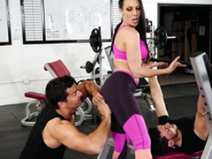 Gym visitor touches Rachel Starr's ass hinting at XXX distraction